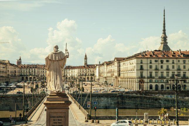 Piazza Vittorio Veneto a Torino con una veduta del fiume Po.