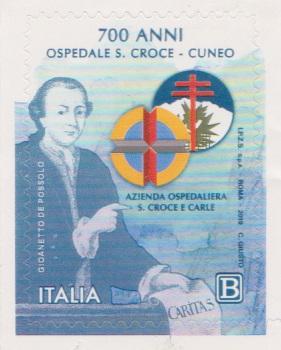 Francobollo commemorativo dei 700 anni dalla fondazione dell'Ospedale di Cuneo: nell'immagine un uomo che tiene in mano la scritta CARITAS.