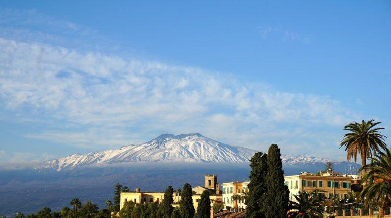 Il vulcano Etna visto da Taormina