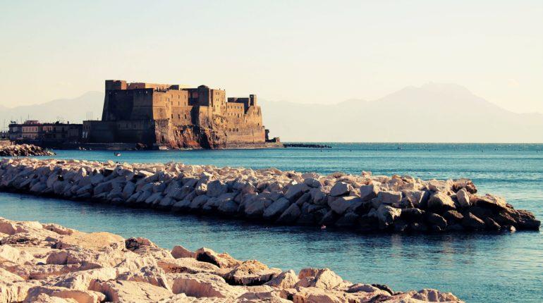 Napoli, castello sul mare