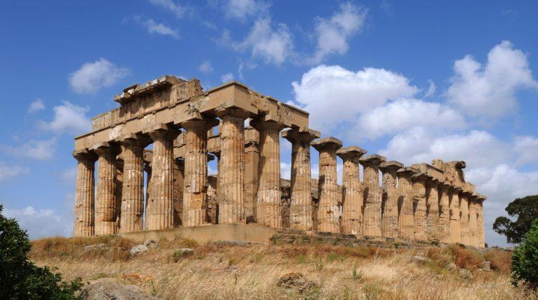 Uno dei templi della Valle dei Templi in provincia di Agrigento