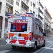 Una ambulanza per le vie di Milano